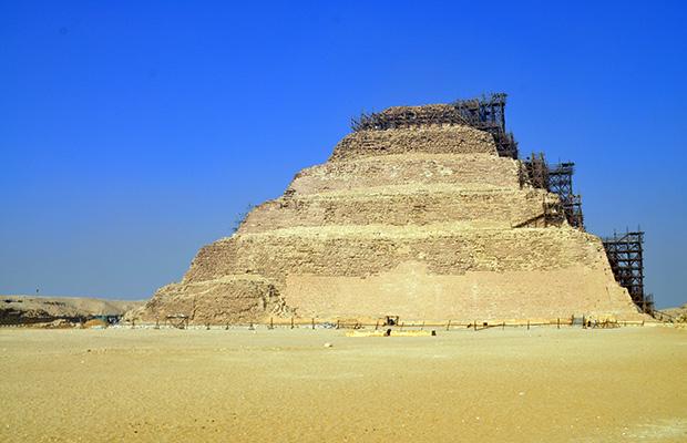 O complexo de templos e pirâmides de Saqqara