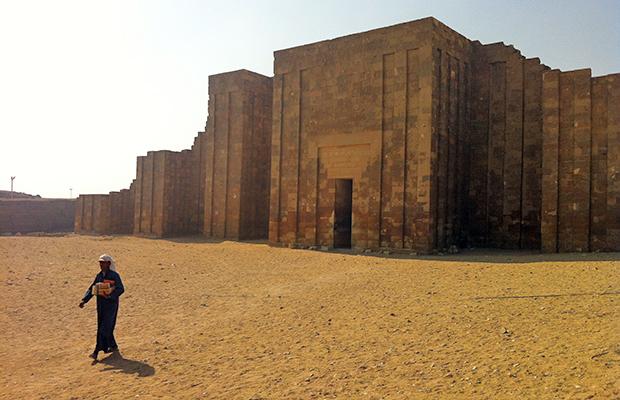 IO complexo de templos e pirâmides de Saqqara